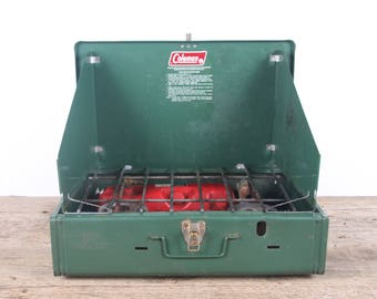 Vintage Coleman 425F Stove / Vintage Rusted Camping Stove / Antique Outdoor Decor / Green Coleman Stove / Store Decoration Prop