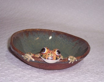 Toad in a bowl / hand sculpted hand painted toad / toad nick knack / toad trinket dish / frog jewelry dish
