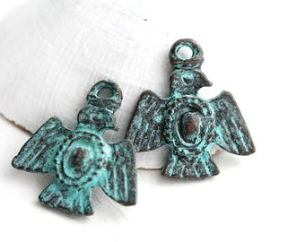 Green Patina Thunderbird charms, Copper Metal Flying Bird pendant bead, Eagle, American Southwest, Tribal - 2Pc - F615
