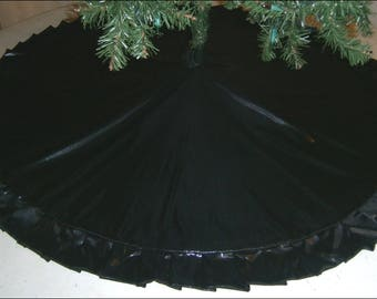 "Halloween / Christmas Tree Skirt - 47"" - Metallic Black"