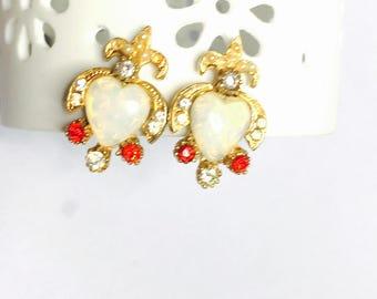 Vintage Screw On Earrings, Faux opal, Gold Tone, fleur de lis, Clearance Sale, Item No. B036