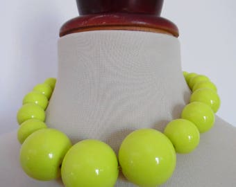 SALE:)) CHARTREUSE SPACE . Awesome Huge Chunky Graduated Neon Lemon Yellow Graduated Bubble Beads Mod 60s Necklace Lucite