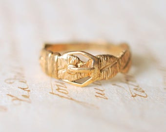 SALE! 1980's Vintage / 9k yellow gold engagement wedding ring / loyalty fidelity Victorian style ring  // BUCKLE