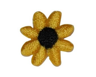 ID 6093 Lot of 3 Tiny Daisy Flower Patch Garden Bud Embroidered Iron On Applique