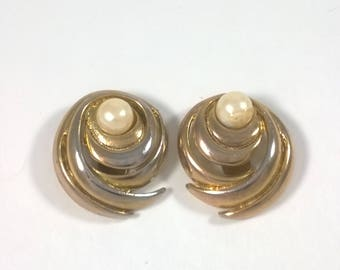 Vintage Gold Shoe Clips - Pearl Clip on Fashion Accessories  - Costume Jewelry - 1980s