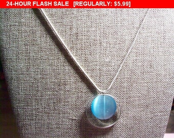 Vintage blue pendant necklace