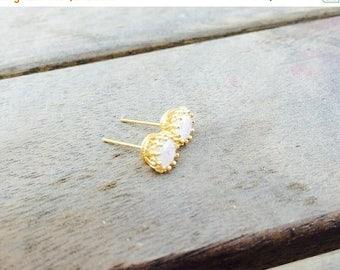 SALE - Druzy studs - white drzuy studs - Gold druzy studs - Gold studs - White studs earrings - Bridesmaids earrings