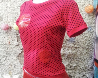 Red dot futuristic woman t-shirt