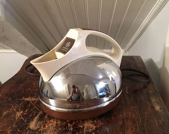 Vintage 1960s Mid-Century General Electric GE Electric Kettle Model F1-KE720 Chromed Steel White Handle Brown Accents