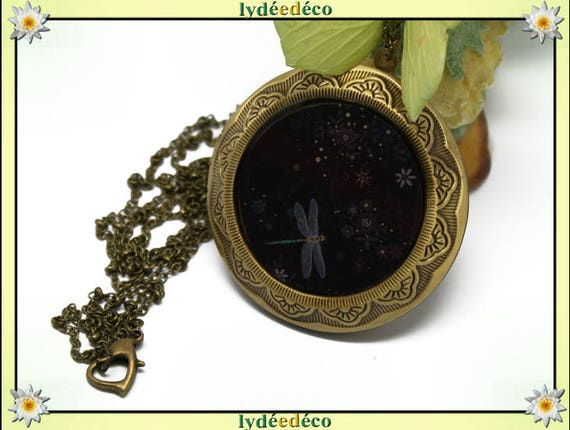 Retro vintage resin Dragonfly and black and white brass 45 mm diameter Locket photo necklace
