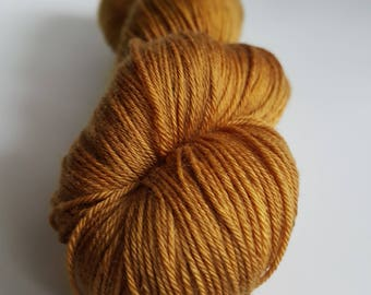 Skein of superwash Merino Wool / Nylon - hand - dyed Fingering / Sock - Chewie colors