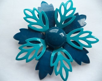 Fabulous Unsigned Lightweight Shades of Blue Metal Flower Brooch/Pin  Beautiful