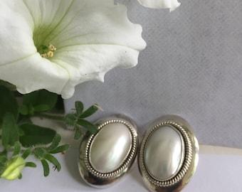 Sterlling silver vintage pearl of estrings with mobe pearls