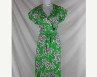 On sale Vintage 40s 50s DEADSTOCK Green Cotton House Day Dress W34