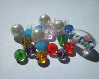 21 glass (PV58-19) round and oval beads