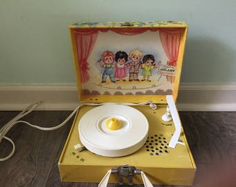 DeJay children's portable record player