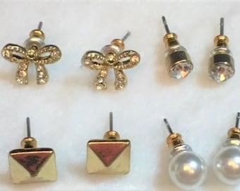 4 pairs of stud earrings