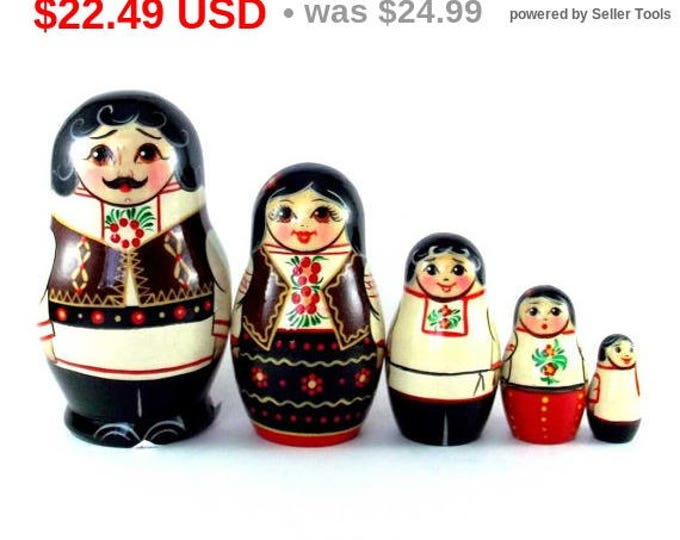 Ethnic Nesting Dolls 5 pcs Russian matryoshka doll Babushka set for kids Wooden authentic stacking handpainted dolls toys Moldova