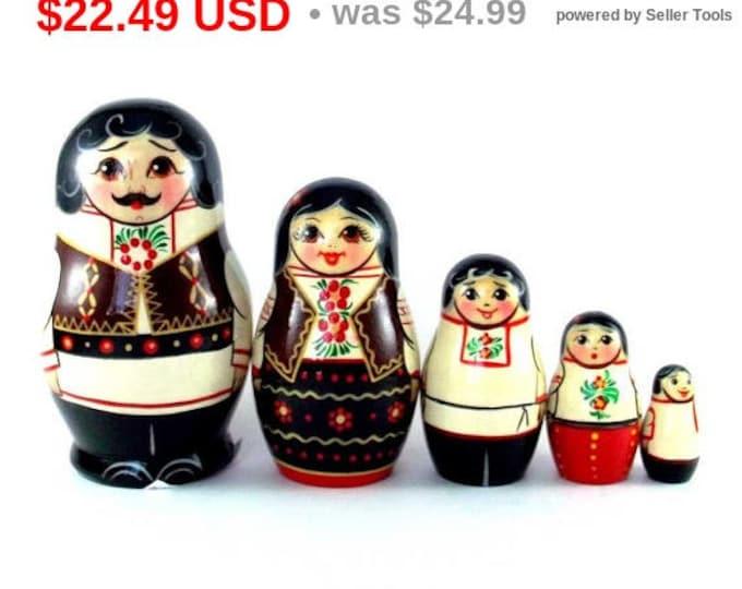 Ethnic Nesting Dolls 5 pcs Russian matryoshka doll Babushka set for kids Wooden authentic stacking handpainted dolls toys Moldova