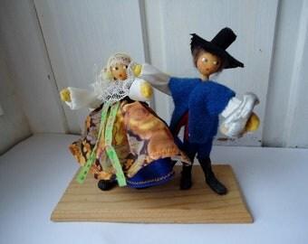 VINTAGE Folk Costume Couple, figurine, dolls