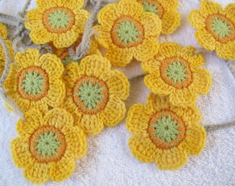 Sunflower Flower garland / Funky yellow flower banner / spring garland bunting / Crocheted Flower / Free shipping