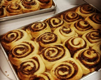 Super Soft Cinnamon Rolls -  10 LARGE cinnamon rolls baked in Reusable Pie Pan  -- FREE SHIPPING --- Sugar Free Available