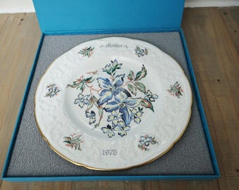 Vintage Plate Mothers Plate 1978 by Coalport Fine Bone China, Clematis Blue and White with Box
