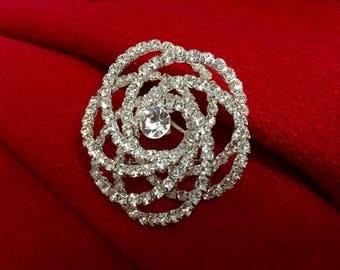 Flower crystal brooch