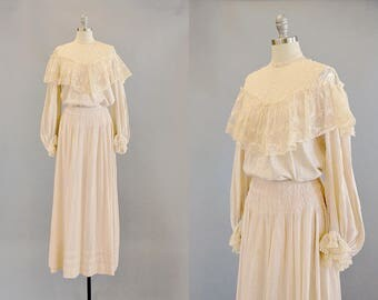 1800s Dress // victorian Pale Beige Cotton and Lace 2-Piece Dress// Small