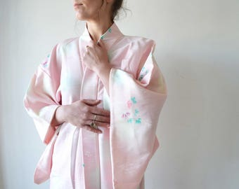Vintage Silk kimono haori in pink and white with floral print for your wedding day robe