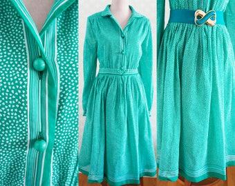 Emerald Green  Vintage dress heart print. 70s Medium vintage dress.