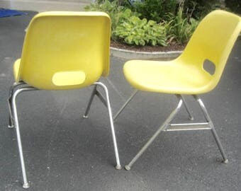 2 Authentic Yellow 1960s Krueger Vintage Mid Century Modern Fiberglass  Shell Chairs