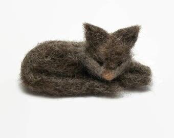 Needle Felted Sleepy Grey Cat, Sleeping Kitty, Small Miniature Needlefelted Kitten, Needle Felt Animal Soft Sculpture, Needlefelt Fiber Arts