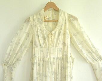 1970's Gunne Sax Dress By Jessica White Prairie Maxi Dress (Women's X Small) Light Flowing long Bohemian Abstract print Dress