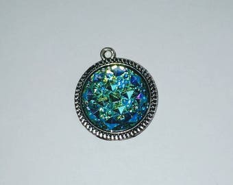 X 1 cabochon turquoise resin pendant