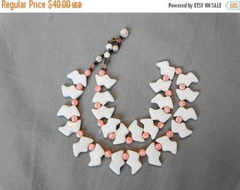 1960s White and Pink Glass Bird Choker Necklace