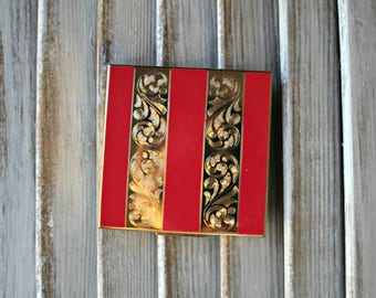 Vintage! Compact. Elgin American. Made in U.S.A. Red. Gold. Beautiful! 1950s.