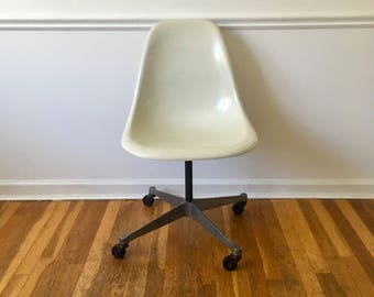 Authentic Vintage Eames Herman Miller Chair