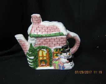 New Looks Christmas Tea Pot