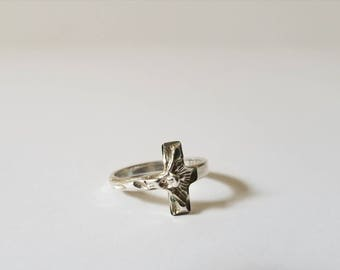 Vintage Sterling Silver Cross Ring size 7