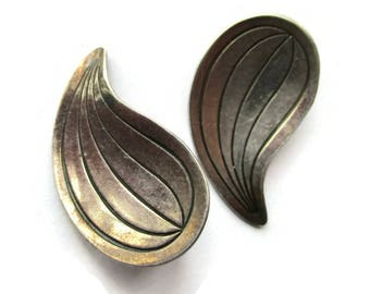 Modernist Danish sterling clipon earrings, lined paisley teardrop shape vintage Scandinavian silver, Hermann Siersbol Denmark clipons 1096