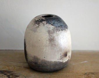Stoneware igloo vase