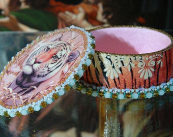 "Oval, antique and vintage looking decoupage Jewellery box. ""Tiger"""