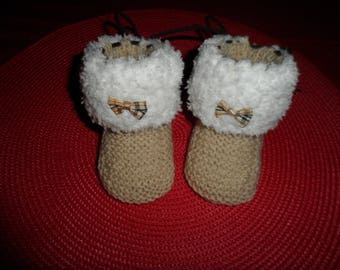 """Fur effect"" wool baby booties (0-3 months)"
