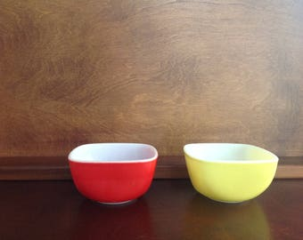 Pyrex nut dishes
