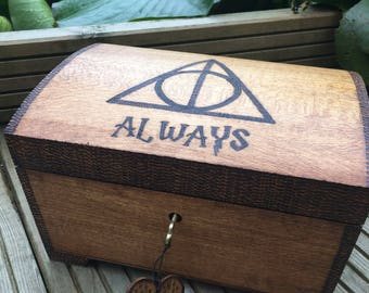 Music box. Lockable Harry Potter themed music box, perfect gift for Harry Potter fan. Hedwigs theme.