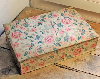 Antique French cartonnage box/  beginning of 20th century fabric box / vintage french boudoir box / Vintage storage box