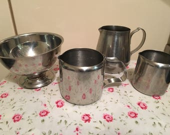 Vintage stainless milk jugs and suger bowl vgc