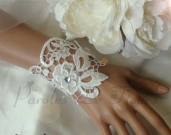 White lace bracelet decorated with flower and rhinestone