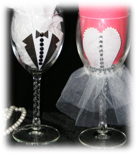 Fun BRIDE & GROOM Toasting Glasses